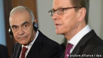 محمد کمال عمر، وزیر خارجه مستعفی مصر (چپ) در کنار گیدو وستروله، وزیر امورخارجه آلمان