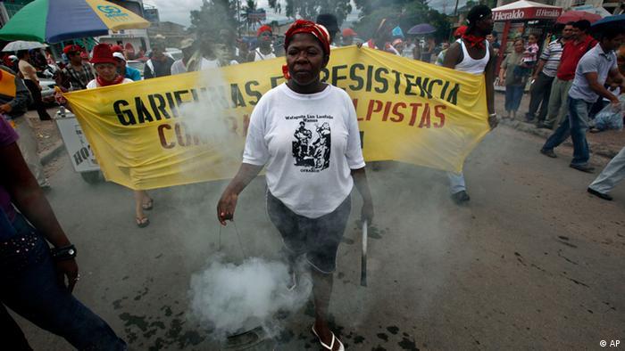 La comunidad Garífuna protesta contra la ocupación ilegal de sus tierras.