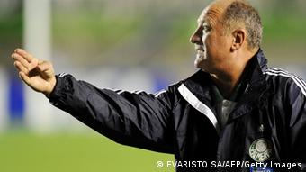 Palmeiras head coach Luiz Felipe Scolari talks to his players during their Copa Sudamericana 2010 football semifinals match against Goias, at Serra Dourada stadium in Goiania, Brazil on November 17, 2010. AFP PHOTO/Evaristo SA (Photo credit should read EVARISTO SA/AFP/Getty Images)