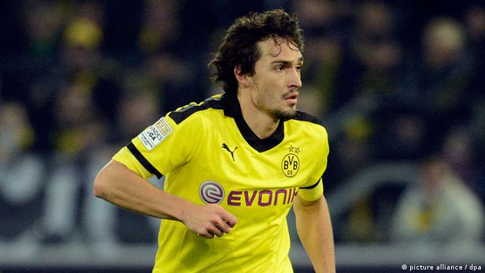 Mats Hummels playing against Greuther Fürth on November 11, 2012. Photo: Bernd Thissen/dpa