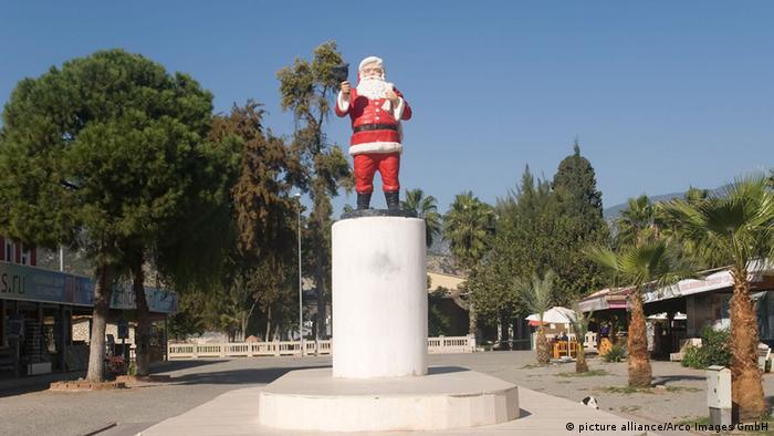 St. Nikolaus Statue Demre (picture alliance/Arco Images GmbH)