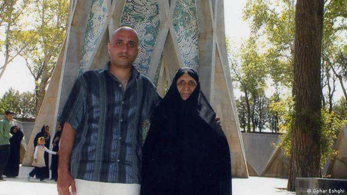 ستار بهشتی، کارگر و وبلاگنویس، در تاریخ ۹ آبان ماه ۱۳۹۱ توسط پلیس فتا به اتهام اقدام علیه امنیت ملی از طریق فعالیت در شبکهٔ اجتماعی و فیس بوک دستگیر شد و روز ۱۳ آبان در زندان درگذشت. ۴۱ نفر از زندانیان سیاسی در نامهای نوشتند: «ستار بهشتی روزهای ۱۰ و ۱۱ آبان ۱۳۹۱ در بند ۳۵۰ اوین بوده و آثار شکنجه در تمام قسمتهای مختلف بدنش مشهود بوده است.»