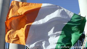 An Irish flag Photo: EPA/PAUL MCERLANE +++(c) dpa - Bildfunk+++