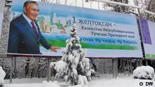 Plakat zum Tag der ersten Präsidenten Kasachstans, in Astana, am 30.11.2012. Der Autor: Anatoli Weißkopf, DW-Korrespondent in Astana, Kasachstan, COPYRIGHT: DW.