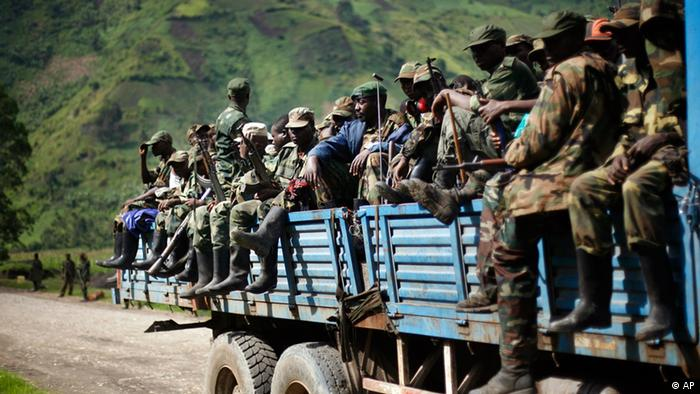 M23 rebels withdraw from the Masisi and Sake areas in the eastern Congo town of Sake, some 27 kms west of Goma, Friday Nov. 30, 2012. (Foto:Jerome Delay/AP/dapd).
