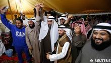 عبدالرحمان الجیران، نمایندهی سلفیها در میان طرفدارانش (نفر سوم از چپ)