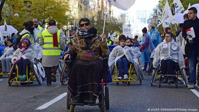 Behinderte demonstrieren in Madrid gegen die spanische Regierung (Foto: AFP/Getty Images)