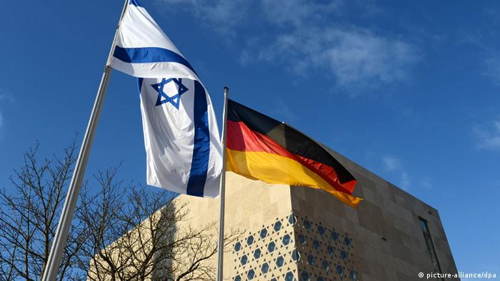 The Israeli and German flag in front of the new synagogue in Ulm