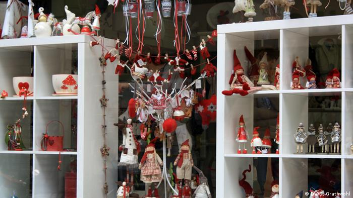 Holiday decorations in a store (c) Daphne Grathwohl