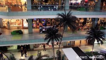В торговом центре в Афинах почти нет посетителей