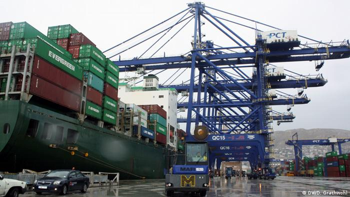 Greece sells Piraeus port to Chinese bidder | Business| Economy and