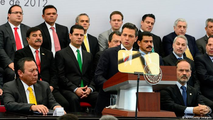 Mexiko Pakt für Mexiko Präsident Enrique Pena Nieto und Jesus Zambrano