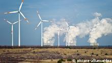 Ökostrom vs konventioneller Strom Windrad Kohlekraftwerk Overlay