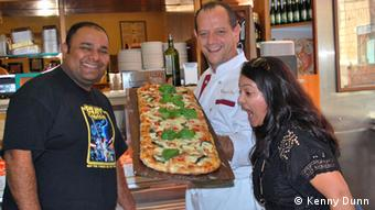 Pizza on the food tour in Rome: Posing with the Pizza a Taglio maker in Rome (Photo: Kenny Dunn Rom 2012)