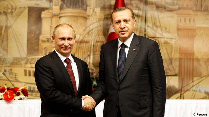 Russia's President Vladimir Putin (L) shakes hands with Turkey's Prime Minister Tayyip Erdogan after their news conference in Istanbul December 3, 2012. REUTERS/Osman Orsal (TURKEY - Tags: POLITICS)