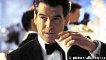 James Bond Martini Glas Pierce Brosnan Stirb an einem anderen Tag Filmszene Film