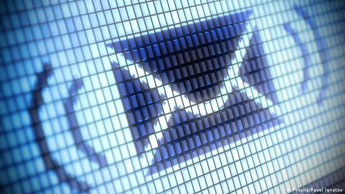 Envelope icon used in SMS messaging (Fotolia/Pavel Ignatov)