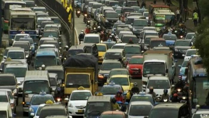 10.12.2012 DW Global 3000 Jakarta Verkehr 01