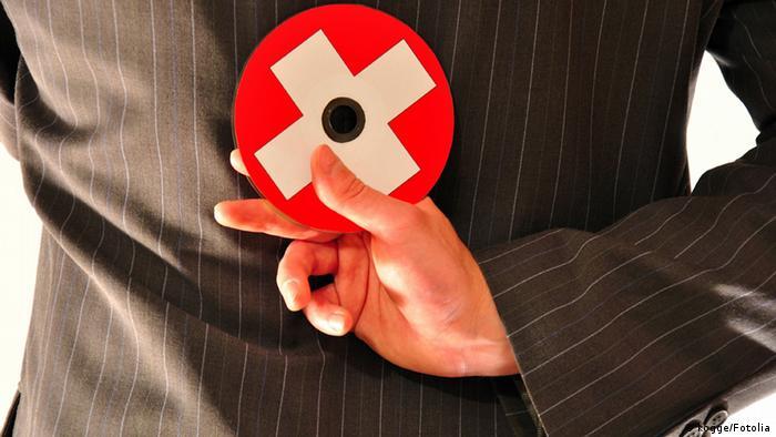 Gobiernos regionales alemanes también buscan recuperar dinero ilegalmente escondido en bancos suizos comprando datos.