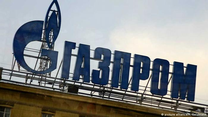 Gasprom schriftzug auf einem gebäude in st petersburg foto picture