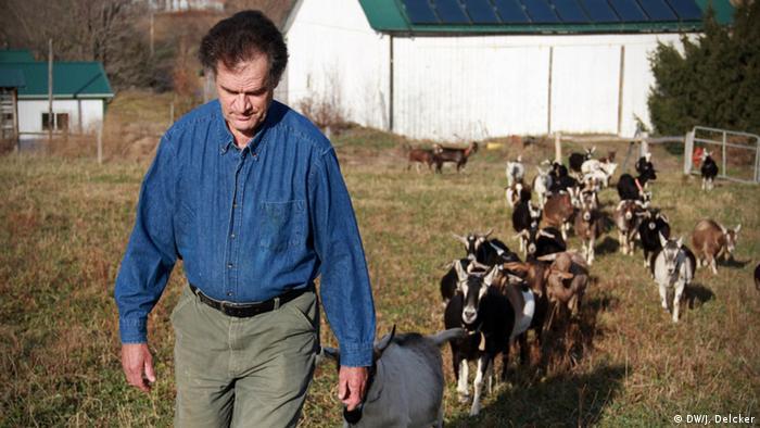 Farmer Stephen Cleghorn on his property Copyright: Janosch Delcker / DW