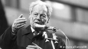 March 1990: Willy Brandt gives a speech in front of 150,000 people