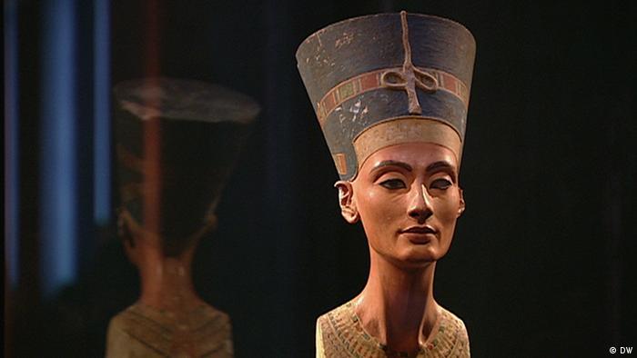 Бюст Нефертити в Египетском музее в Берлине