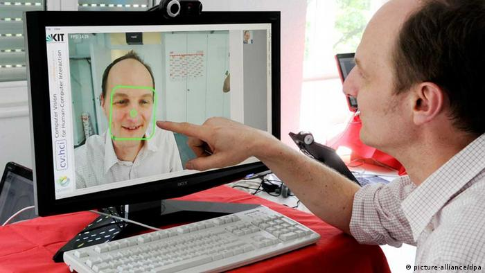 Facial recognition at computer (Photo: dpa - Bildfunk)