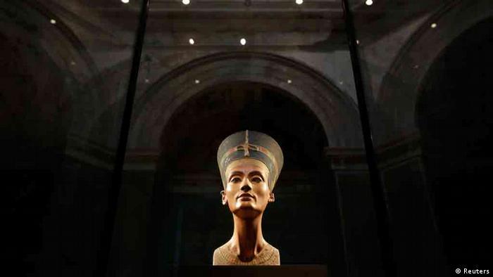 Análise reforça evidência de câmara secreta em tumba de Tutancâmon