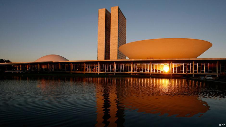 Entenda a reforma política defendida por Dilma | DW | 31.10.2014