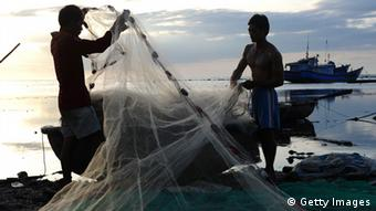 This picture taken on August 10, 2012 shows fishermen preparing nets on a fishing beach in Ly Son Island off the central province of Quang Ngai. Swept along by nationalist sentiment, and forced to venture ever further out to sea to fill its nets, Asia's fishing fleet is increasingly on the frontline of escalating territorial tensions (Photo: HOANG DINH NAM/AFP/Getty Images)
