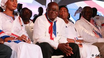 Opposition presidential candidate Nana Akufo-Addo, center, looks on from the stage during his final campaign rally ahead of Friday's presidential election. 2008.(Foto:Christian Thompson/AP/dapd)