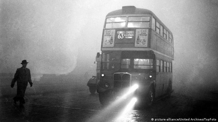 London Fog 1952 (picture-alliance/United Archives/TopFoto)