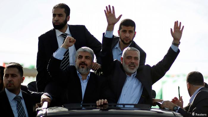 Hamas chief Khaled Meshaal (L) and senior Hamas leader Ismail Haniyeh (R) wave to the crowd upon Meshaal's arrival in the southern Gaza Strip December 7, 2012. Meshaal arrived in the Gaza Strip on Friday, ending 45 years of exile from Palestinian land with a visit that underscored the Islamist group's growing confidence following a recent conflict with Israel. REUTERS/ Mohammed Salem (GAZA - Tags: POLITICS)