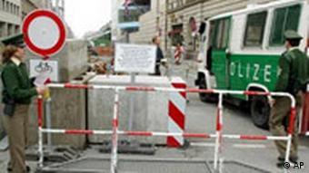Nach Terroranschag in London Straßensperre in Berlin