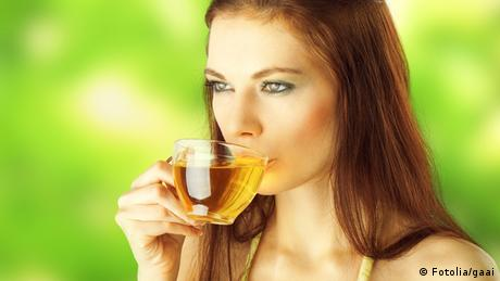 Tasse Grüner Tee (Fotolia/gaai)