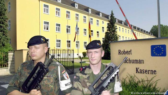Bildergalerie Deutsch-Französische Brigade (picture-alliance/dpa/dpaweb)