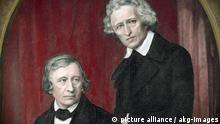 1-G61-K1850-1-B (606709) Jacob und Wilhelm Grimm / Sichling Grimm, Jacob; Germanist; (Hanau 4.1. 1785 - Berlin 20.9.1863) und sein Bruder Wilhelm Grimm; Germanist; (Hanau 24.2. 1786 - Berlin 16.12.1859). Spätere Kol.. - Jacob (stehend) und Wilhelm Grimm. - Stahlstich von Lazarus Sichling (1812- 1863) nach Daguerreotypie, um 1850, von Hermann Biow. Titelbild des 1.Bandes des Deutschen Wörterbuchs, Leipzig 1854. E: Jacob and Wilhelm Grimm / Sichling. Grimm, Jacob; German author; Hanau 4.1. 1785 - Berlin 20.9.1863; and his brother Wilhelm Grimm; German author; Hanau 24.2.1786 - Berlin 16.12.1859). - Jacob (standing) and Wilhelm Grimm. - Steel engraving by Lazarus Sichling (1812-1863) after daguerreotype, c.1850, by Hermann Biow. Cover image of the first German Dictionary, Leipzig 1854. F: Jacob et Wilhelm Grimm / Grav. Sichling. Grimm, Jacob (Hanau 4.1.1785 - Berlin 20.9.1863) et son frère Wilhelm Grimm (Hanau 24.2. 1786 - Berlin 16.12.1859), linguistes, philologues et collecteurs de contes de langue allemande. - Jacob (debout) et Wilhelm Grimm. - Grav. sur acier de Lazarus Sichling (1812-1863) d'ap. daguerréotype, v . 1850, de Hermann Biow. Page de titre du 1er volume du dictionnaire d'allemand, Leipzig 1854.