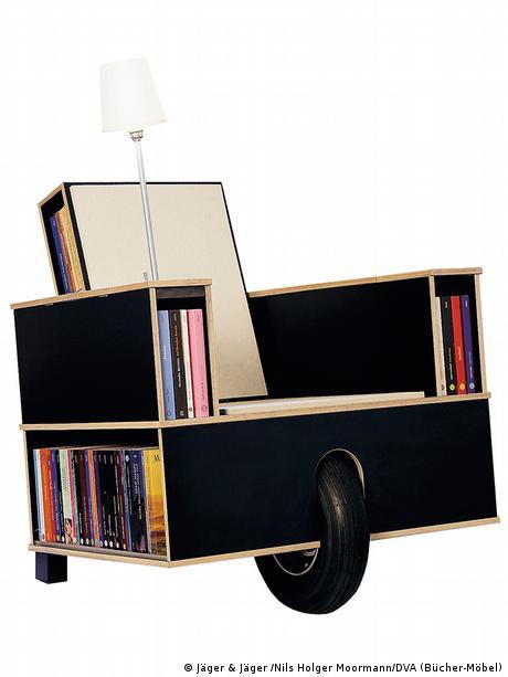 Fahrbares Bücherregal - Abbildung aus dem besprochenen Band (© Jäger & Jäger / Nils Holger Moormann / DVA (Bücher-Möbel))