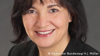 Die Abgeordnete Ekin Deligöz (Bündnis 90/Die Grünen) Bild: Deutscher Bundestag/ H.J. Müller http://www.ekin-deligoez.de/presse-3000039/pressebilder-lebenslauf.html