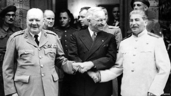 Уинстон Черчилль, Гарри Трумэн и Иосиф Сталин на Потсдамской конференции