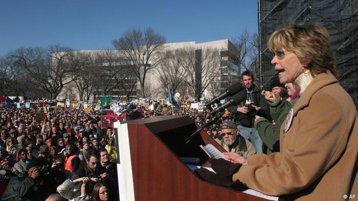 Jane Fonda in 2007 speaks out against the Iraq war (AP)