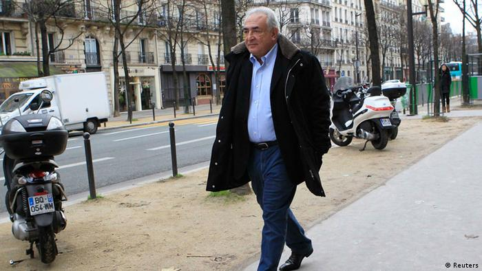 Former IMF head Dominique Strauss-Kahn leaves his apartment in Paris (Photo: REUTERS/Gonzalo Fuentes)