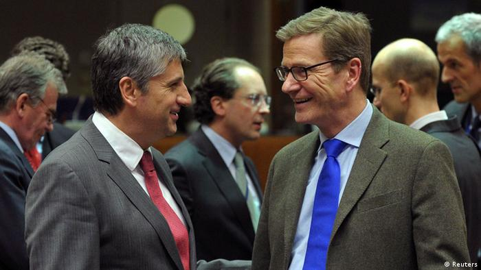 Austrian Foreign Minister Michael Spindelegger (L) talks with German Foreign Minister Guido Westerwelle at the start of a European Union foreign ministers meeting at the EU Council in Brussels December 10, 2012. REUTERS/Laurent Dubrule (BELGIUM - Tags: POLITICS)