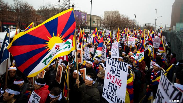 Protesters take part in a solidarity march from the Chinese Consulate to the United Nations (UN) Headquarters in support of Tibet in New York, December 10, 2012. The march also aims to brings to attention a string of self-immolations that have taken place in Tibet in protest of China's handling of the region. REUTERS/Lucas Jackson (UNITED STATES - Tags: CIVIL UNREST POLITICS)