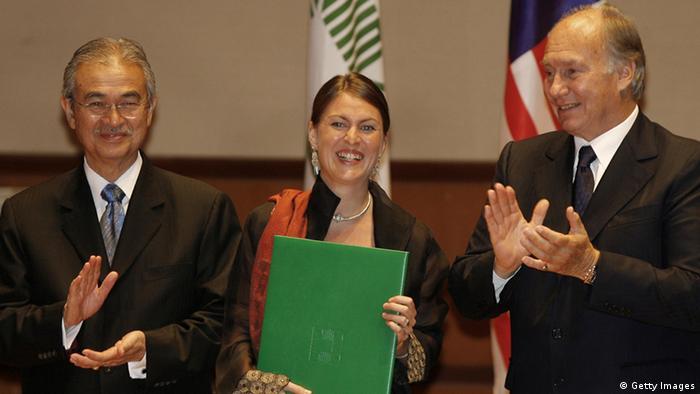 En 2007, Anna Heringer recibió el Premio Aga Khan de Arquitectura en Kuala Lumpur, por construir una escuela con arcilla.