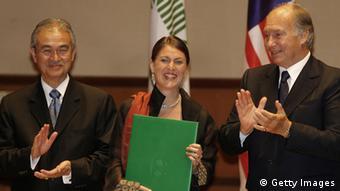 Anna Heringer receiving an award in Kuala Lampur.
