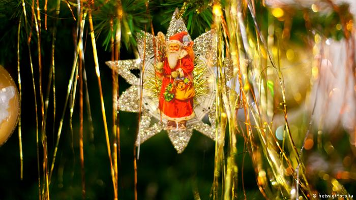 Christmas tree decorations (hetwig/Fotolia)