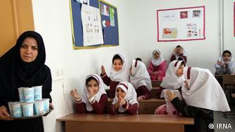 برخی آمارها حکایت از آن دارند که ۷ درصد از کودکان ایرانی قدی پایینتر از استانداردهای جهانی دارند