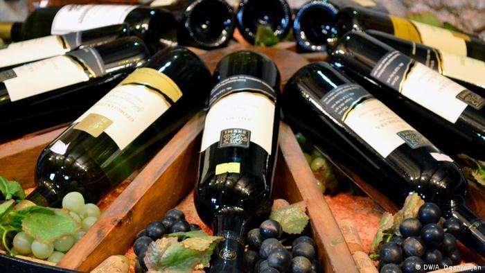 Бутылки с грузинским вином
